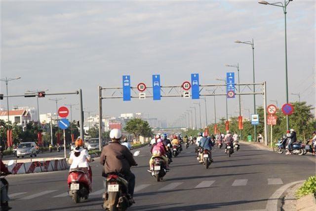 Đường phố Sài Gòn thênh thang đến lạ trong ngày làm việc đầu năm - 2