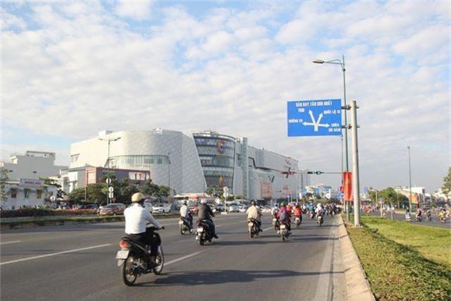 Đường phố Sài Gòn thênh thang đến lạ trong ngày làm việc đầu năm - 3