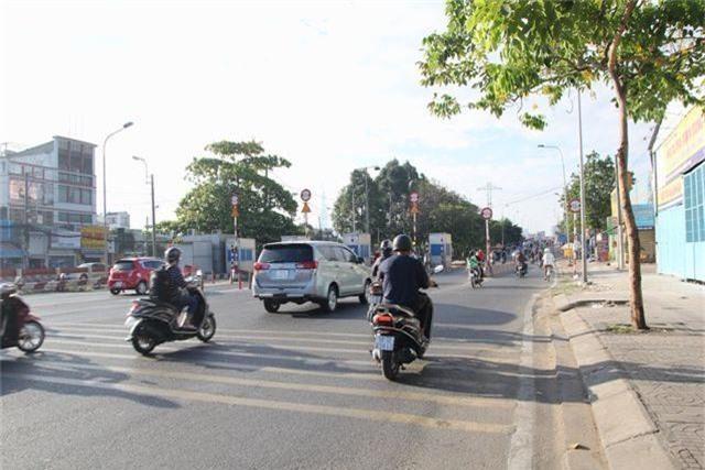 Đường phố Sài Gòn thênh thang đến lạ trong ngày làm việc đầu năm - 4