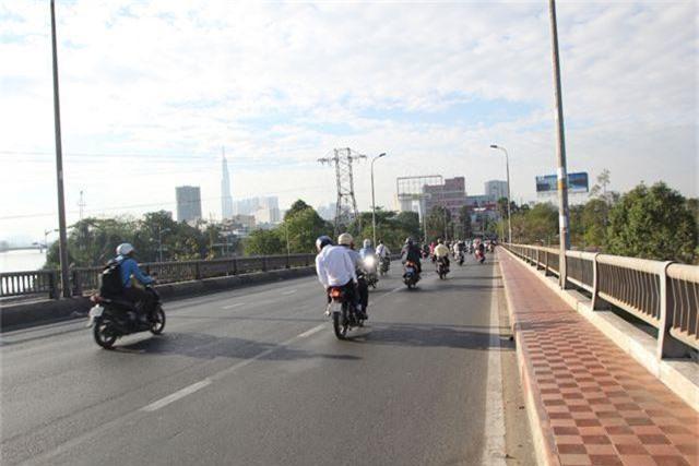 Đường phố Sài Gòn thênh thang đến lạ trong ngày làm việc đầu năm - 5