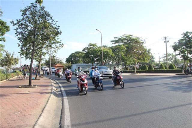Đường phố Sài Gòn thênh thang đến lạ trong ngày làm việc đầu năm - 6