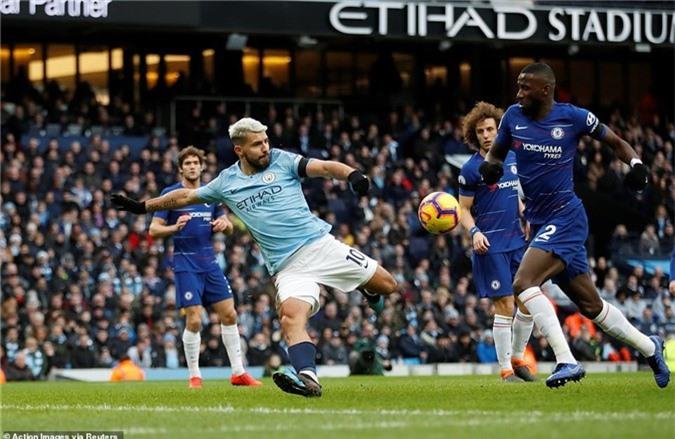 HLV Sarri thừa nhận nguy cơ bị sa thải sau khi Chelsea thua tan nát Man City