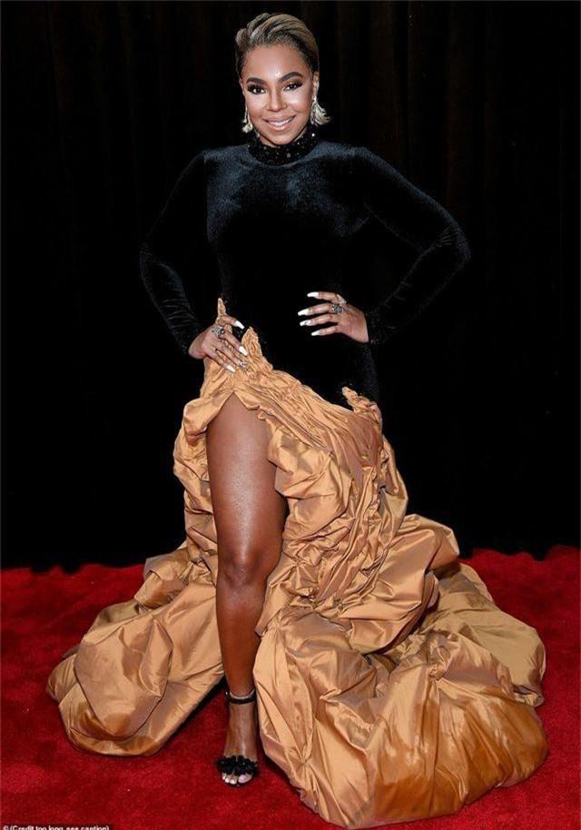 Những bộ váy xấu nhất trên thảm đỏ Grammy 2019 - 15