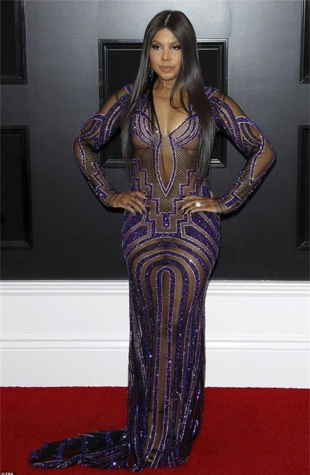 Những bộ váy xấu nhất trên thảm đỏ Grammy 2019 - 19