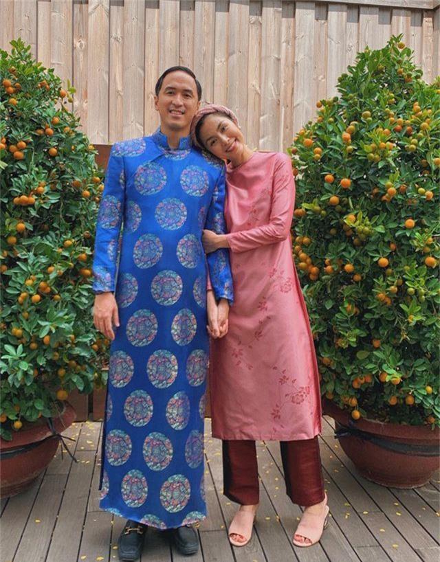 Vợ chồng Hà Tăng diện áo dài cực đẹp đôi, Mỹ Tâm giản dị với... dép tổ ong - 1
