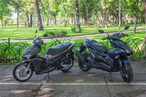 Honda Air Blade và Yamaha NVX 125 (phải).