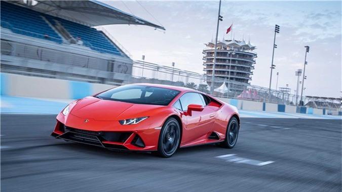 """Đánh giá chi tiết Lamborghini Huracan Evo 2020. Sở hữu hàng loạt trang bị hiện đại, sức mạnh khủng và khả năng khí động học đỉnh cao, Huracan Evo 2020 được đánh giá là chiếc Lamborghini tiên tiến nhất hiện nay, thể hiện sự """"tiến hóa"""" mang đậm chất Ý. (CHI TIẾT)"""