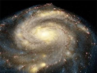 Cảnh khó tin ở thiên hà xoáy qua kính Hubble