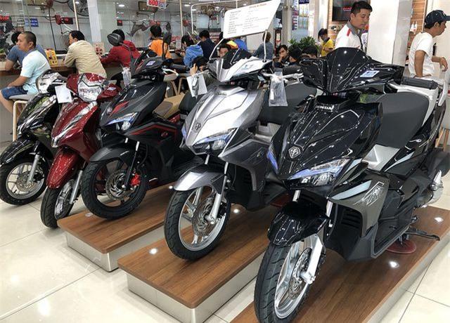 Giá xe máy giảm mạnh tại Việt Nam sau Tết