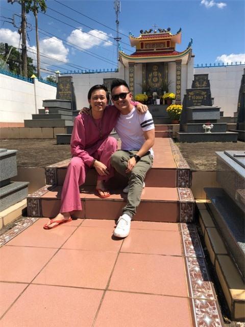 Sau 9 năm, con trai ruột Hoài Linh về thăm Võ tộc gia tiên ở Đồng Nai