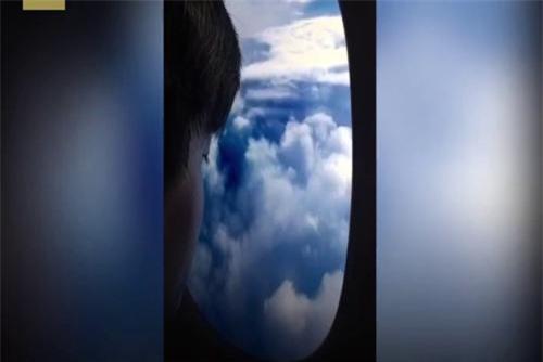 Clip: Trào lưu 'đi máy bay' gây bão cộng đồng mạng
