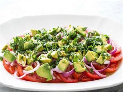 Cách làm món salad bơ và cà chua
