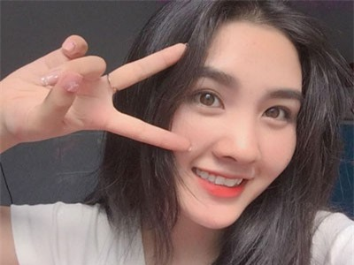 Nữ sinh Đại học Sài Gòn xinh đẹp khiến bao chàng trai ngẩn ngơ