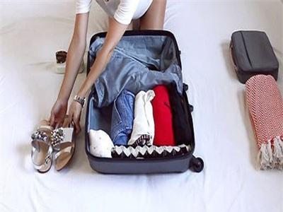 CLIP: Hướng dẫn cách xếp đồ vào vali gọn gàng