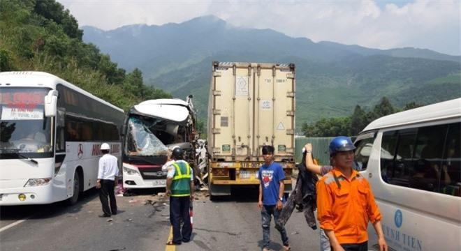 Đà Nẵng: Tai nạn giao thông tại hầm Hải Vân khiến 13 người bị thương