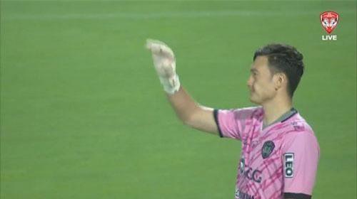 Văn Lâm mắc sai lầm sơ đẳng ở trận ra mắt Muangthong United