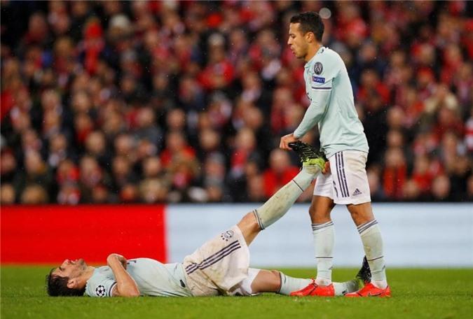 """Niko Kovac thừa nhận học trò """"diễn sâu"""" để câu giờ"""