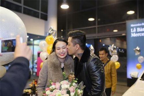 Vì sao Tuấn Hưng đăng ảnh hôn vợ nhưng fan lại đồng loạt réo tên bà xã Khắc Việt?