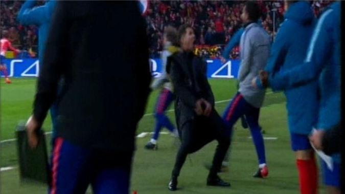 Ăn mừng 'mất lịch sự', Diego Simeone bị ném đá