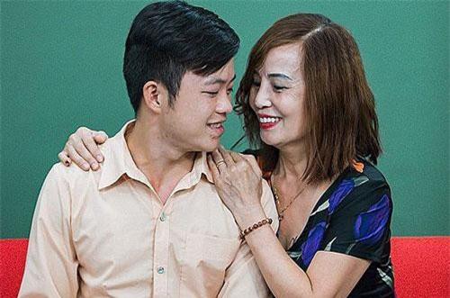 Cô dâu 62 tuổi lấy chú rể 26 tuổi tiết lộ sự thật bất ngờ về sức khỏe hậu thẩm mỹ