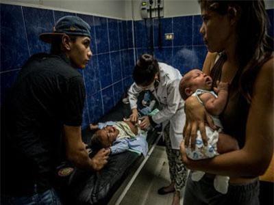 Người bệnh Venezuela mắc kẹt 'cuộc chiến' hàng viện trợ nảy lửa