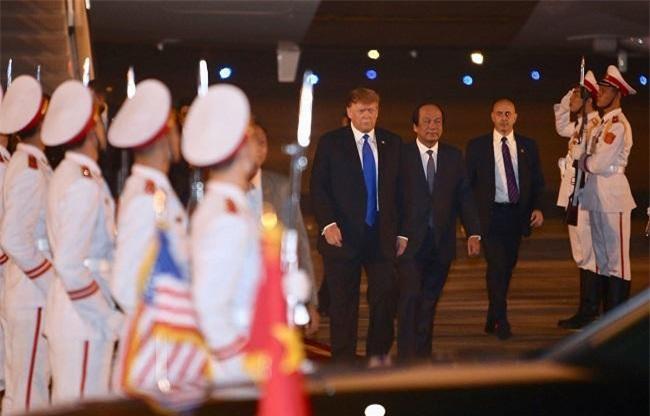 Chủ nhiệm Văn phòng Chính phủ, Bộ trưởng Mai Tiến Dũng đón Tổng thống Mỹ