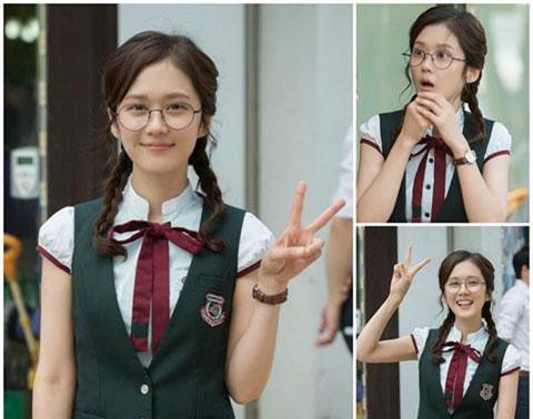Người đẹp Hoa - Hàn đóng vai nữ sinh ở tuổi U40