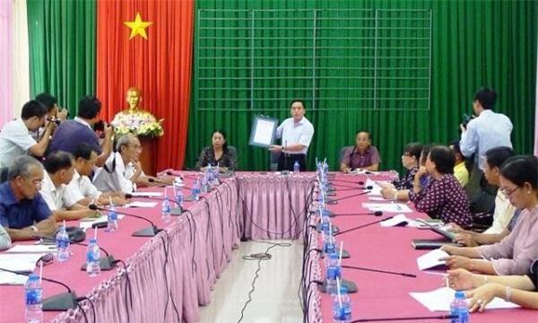 Ông Huỳnh Quang Hưng, Phó Chủ tịch UBND huyện Phú Quốc, phát biểu tại hội nghị.