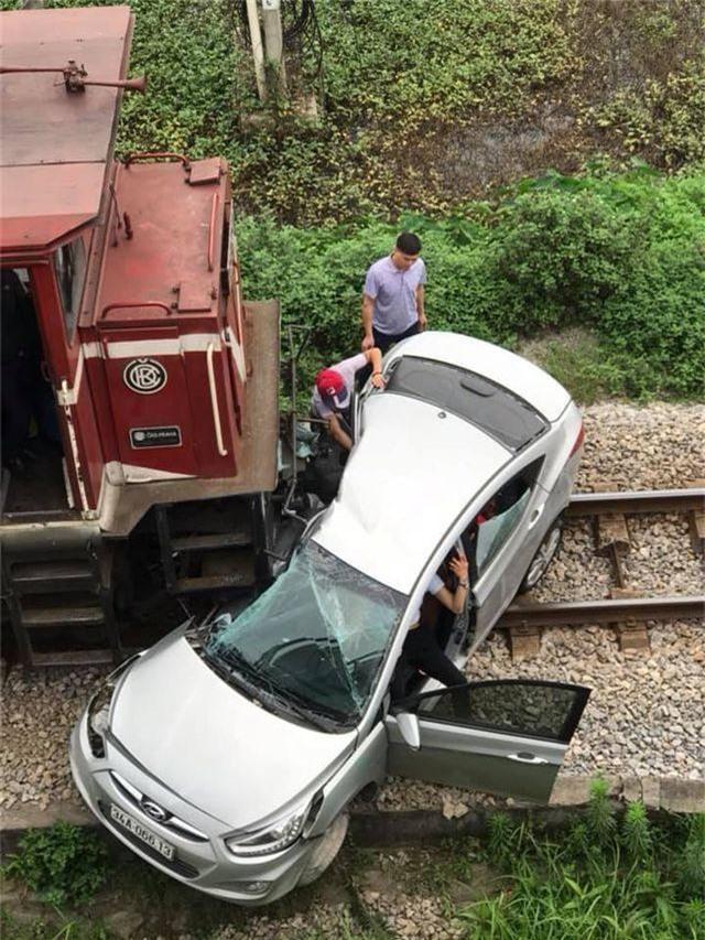Vụ tàu hỏa đâm ô tô: 5 nạn nhân là anh em, họ hàng - 1