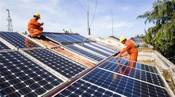 Quảng Ngãi: Khuyến khích doanh nghiệp phát triển điện mặt trời áp mái