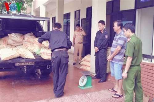 Tạm giữ 11 đối tượng vận chuyển 600kg ma túy đá
