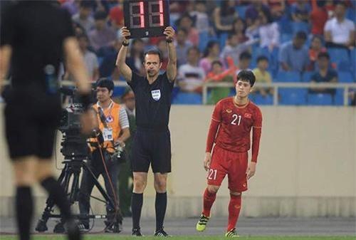 Thầy Park giải thích lý do sử dụng Đình Trọng 27 phút