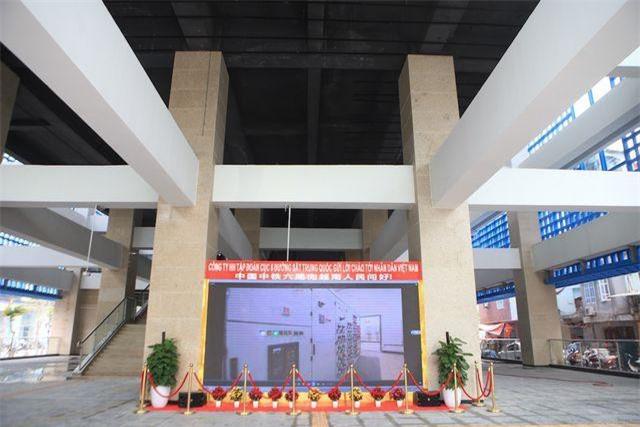 Dự án đường sắt đô thị Cát Linh - Hà Đông (Hà Nội) có tổng chiều dài gần 13 km, gồm 12 nhà ga trên cao, bắt đầu được thực hiện từ tháng 10/2011, tổng mức đầu tư của dự án là hơn 868 triệu USD, tương đương với hơn 18.000 tỷ đồng. Đến nay, các hạng mục bên trong nhà ga gần như đã hoàn thiện chờ ngày chính thức vận hành, dự kiến vào cuối tháng 4/2019.