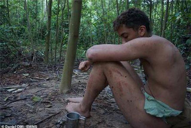 Khách Tây đóng khố bằng lá cây, thử sống như người rừng gần 1 tháng - 5