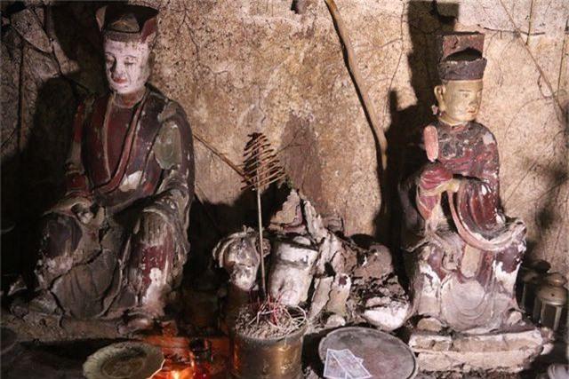 Cám cảnh ngôi chùa 300 tuổi dột nát, tượng nứt vỡ ở Hà Nội - 2