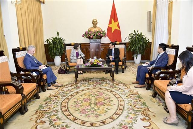 Phó Thủ tướng Phạm Bình Minh tiếp Đại sứ Canada Deborah Paul chào xã giao - Ảnh 1.