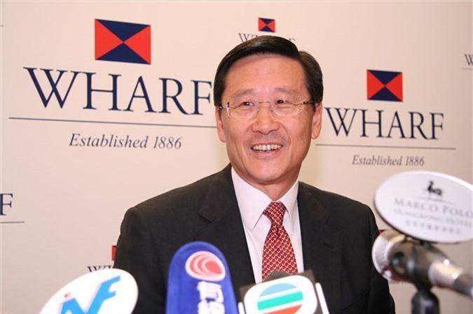 """Ông Woo từng là chủ tịch của tập đoàn bất động sản Wheelock và công ty con Wharf nhưng đã nghỉ hưu từ giữa năm 2015 và hiện giữ chức """"cố vấn cấp cao"""". Ngoài bất động sản, Wheelock và Wharf còn kiểm soát nhiều công ty trong lĩnh vực viễn thông, bán lẻ và cảng biển, bao gồm chuỗi cửa hàng xa xỉ Lane Crawfood. Tỉ phú người Hong Kong đứng thứ 129 trong top những người giàu nhất hành tinh. Ảnh: Zricks"""