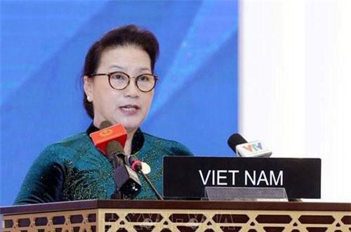 Chủ tịch Quốc hội Nguyễn Thị Kim Ngân phát biểu tại phiên thảo luận chung IPU-140. Ảnh TTXVN