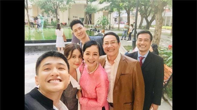 Rộ tin Huỳnh Anh thường xuyên đi trễ, bắt đoàn phim Chạy trốn thanh xuân đợi hơn 2 tiếng - Ảnh 6.