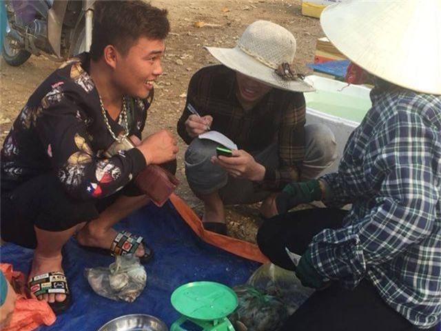 Ngư dân Hà Tĩnh phấn khởi vì trúng đậm sò lụa - 9