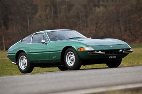 2. Ferrari 365 GTB/4 và GTS/4 Daytona.