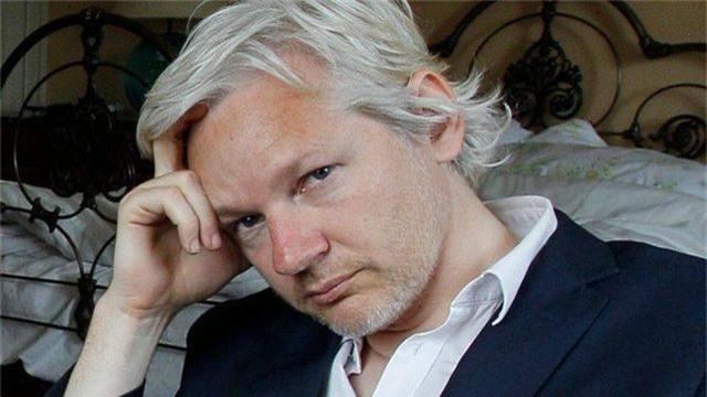 Cuộc chiến pháp lý của ông chủ WikiLeaks sau 7 năm trốn chạy - 1