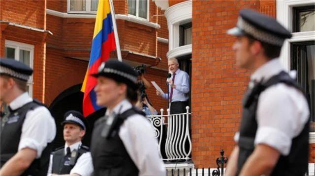 Cuộc chiến pháp lý của ông chủ WikiLeaks sau 7 năm trốn chạy - 3