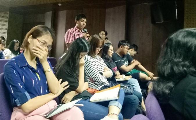 Các bạn trẻ quan tâm đến chủ đề buổi Gender Talk, có những câu hỏi đặt ra cho các vị diễn giả.