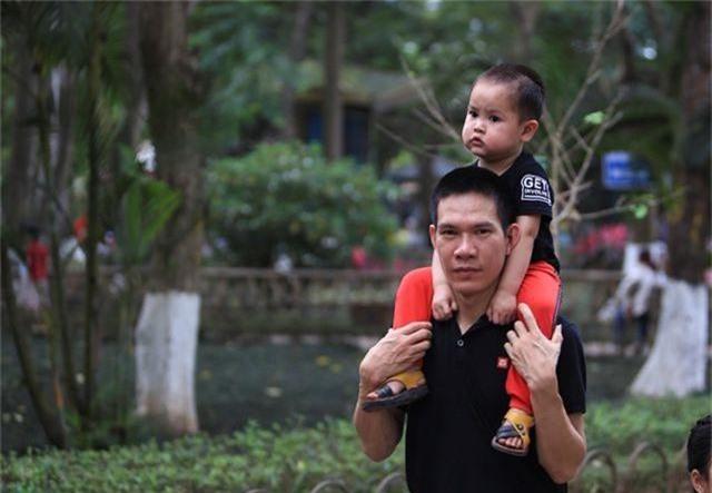 Vườn thú, công viên Hà Nội đông nghịt người trong ngày nghỉ lễ - 7