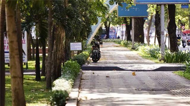 TPHCM: Người dân chật vật qua kỳ nghỉ trong cái nắng đổ lửa - 13