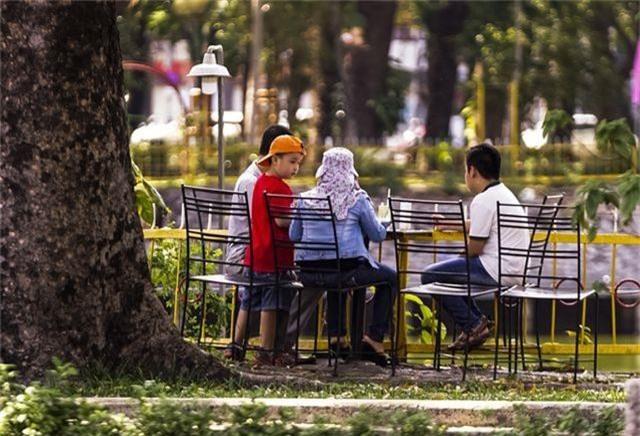 TPHCM: Người dân chật vật qua kỳ nghỉ trong cái nắng đổ lửa - 9