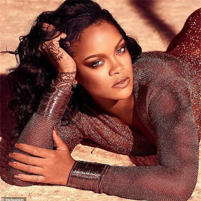Rihanna tái xuất quyến rũ - 1