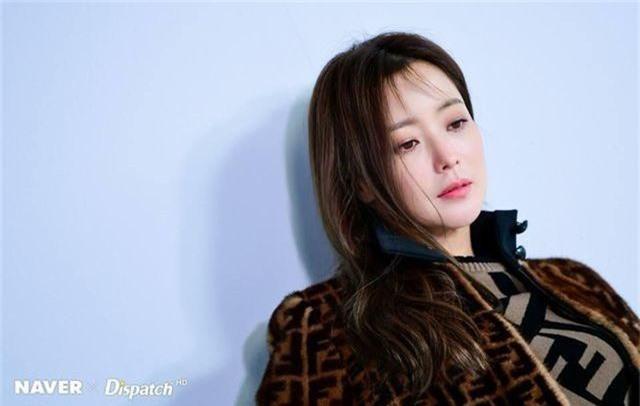 Gương mặt sưng phù của biểu tượng nhan sắc xứ Hàn Kim Hee Sun khiến fan hoang mang - 12