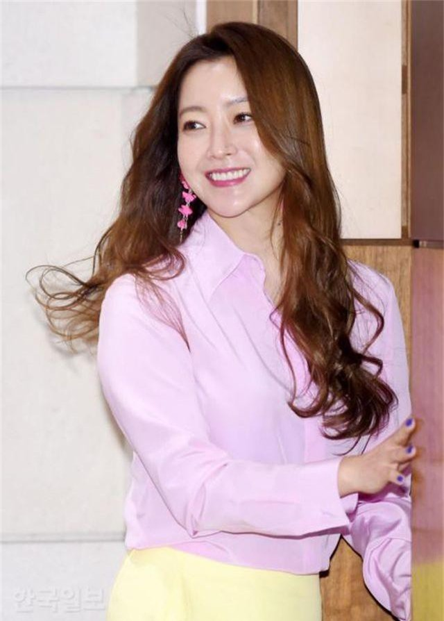 Gương mặt sưng phù của biểu tượng nhan sắc xứ Hàn Kim Hee Sun khiến fan hoang mang - 13